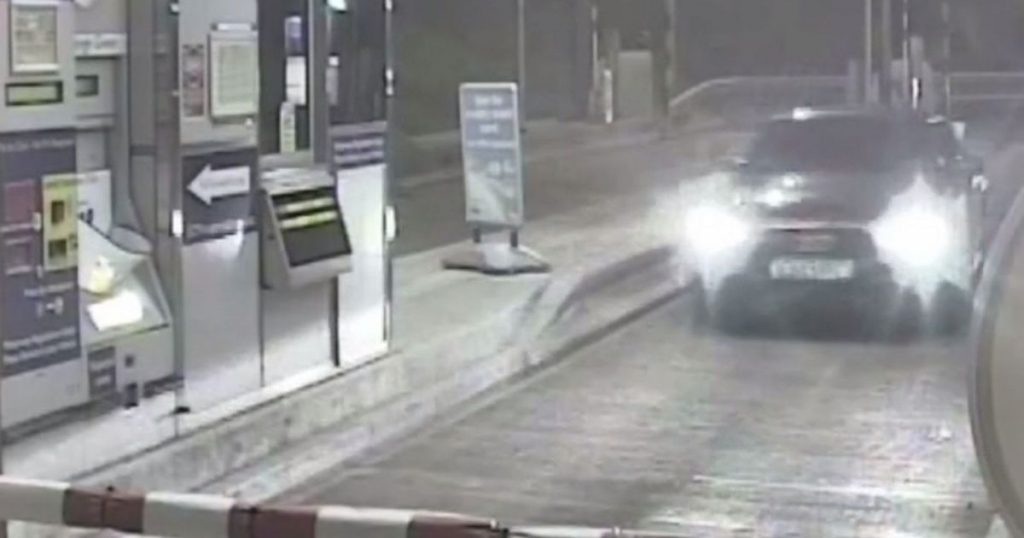 Stolen Car Smashes Through Barriers On The M Toll In Mph Police - Car show barriers